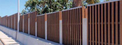 Murs anti-tags recouverts de vernis spéciaux et rythmés par des stries régulières